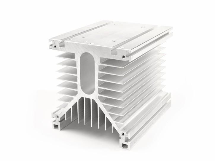 Aluminium Kühlkörper 150x130x140mm mit Befestigungsnuten
